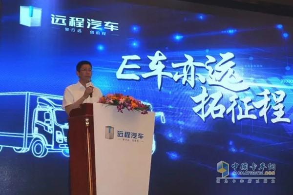 吉利商用车市场总监胡晓炜介绍产品