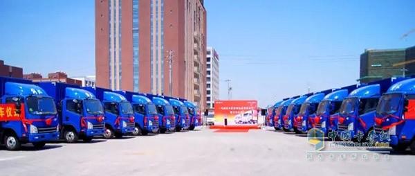 货易帮与一汽解放达成战略合作暨交车仪式现场