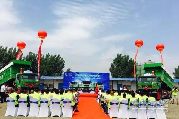 批量红岩LNG新型环保智能渣土车交付郑州
