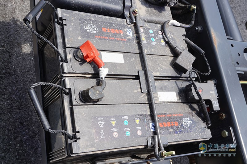 采用品牌24V电源,整车用电有保障