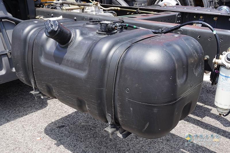 采用塑料油箱设计 轻量化同时防腐放碰撞变形
