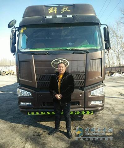 王大东与解放卡车一起经历运输路上的酸甜苦辣