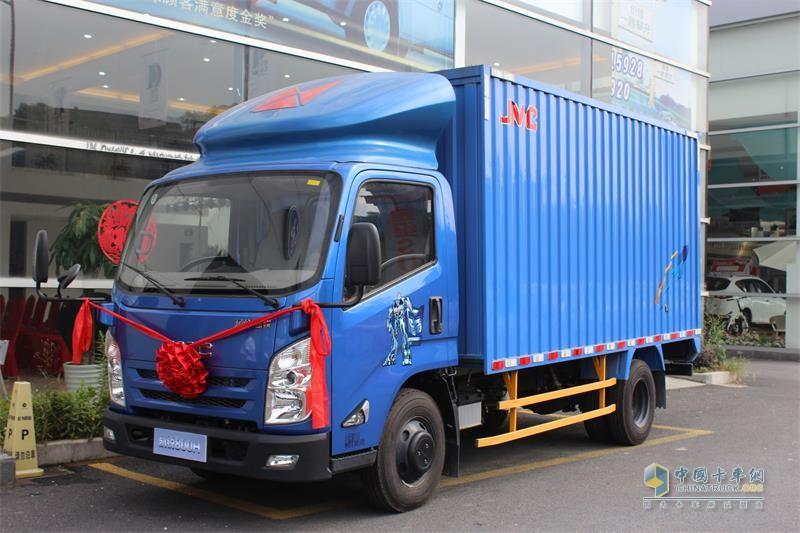 江铃汽车 凯锐800H 国五 112马力 6.9米气制动载货车