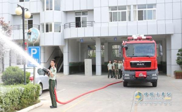 云南玉溪新购置的城市主战消防车