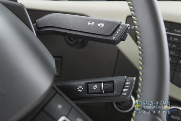 沃尔沃FM Extreme车型配备了智能雨刷装置