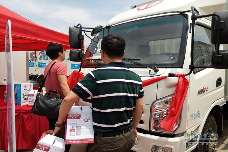 参加此次活动的飞碟汽车用户签到即可得礼品一份