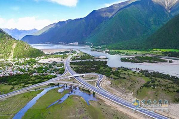 国道318线林(芝)拉(萨)公路二期日喀则机场专用公路主体工程完工