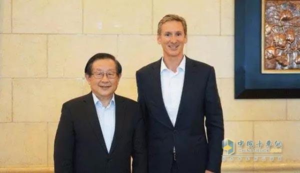 2017年6月30日,科技部万钢部长会见了康明斯董事长兼首席执行官兰博文
