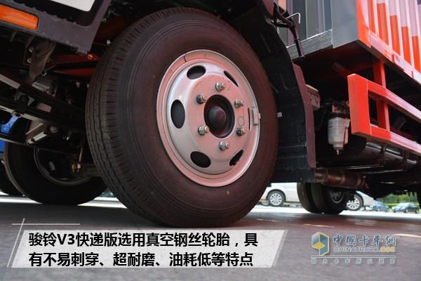 骏铃V3快递版选用真空钢丝轮胎
