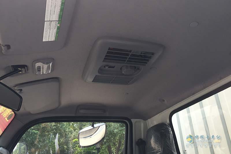 江淮汽车 骏铃V3 102马力 4X2国V厢式载货车(快递版) 驾驶室天窗