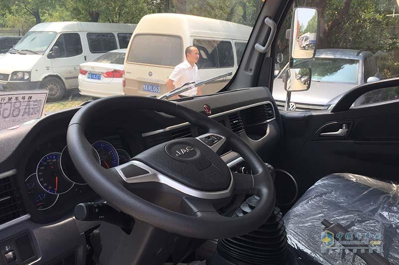 江淮汽车 骏铃V3 102马力 4X2国V厢式载货车(快递版) 驾驶室方向盘