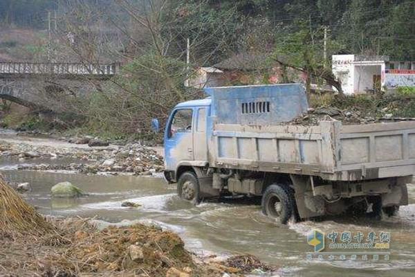 卡车行车安全