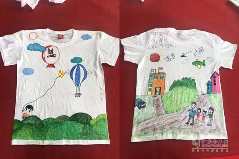 画中纪录了这次旅行的点点滴滴,从上海到南昌、大太阳、一家四口、大酒店等等元素十分饱满,可见此次活动已经深深的印在了孩子的心里。