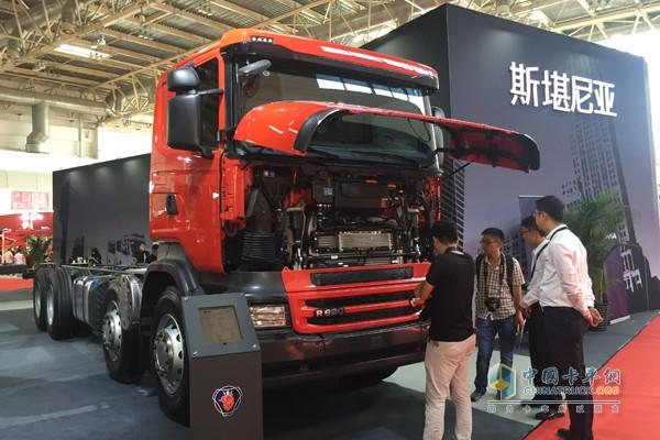 配备V8 发动机的R系列大吨位水罐泡沫消防车专用底盘R620 8x4