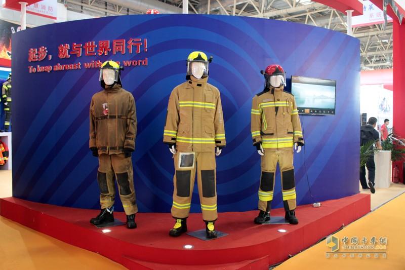 各式各样的消防员服装