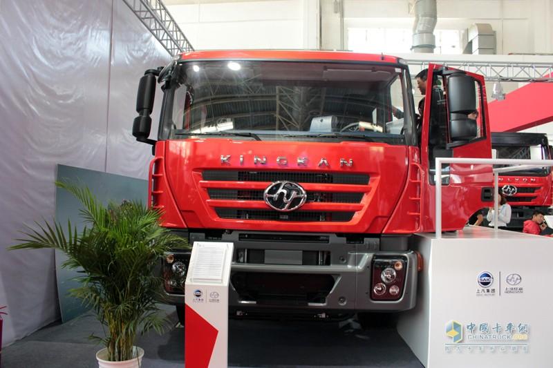 上汽红岩推出的国内第一款整车厂原装四门消防车专用底盘
