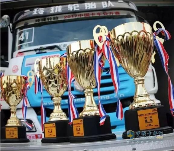 41号联合U480赛车的赛车手王利及所在车队在当天获得了多项大奖