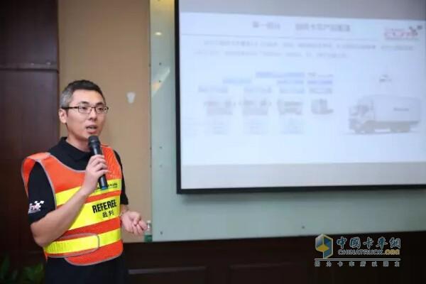 欧马可事业本部河南区域市场部经理徐加生先生现场介绍欧马可S5的产品优势