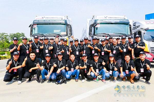 参加2017中国高效物流卡车公开赛(河南站)的参赛选手