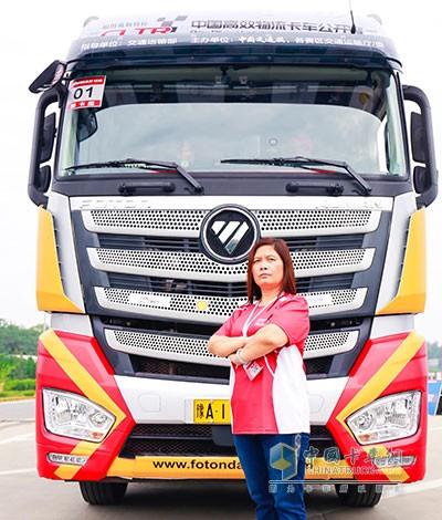 参加2017中国高效物流卡车公开赛(河南站)的女选手李彩霞