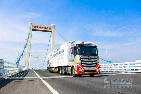 进行道路实况赛的欧曼EST超级卡车