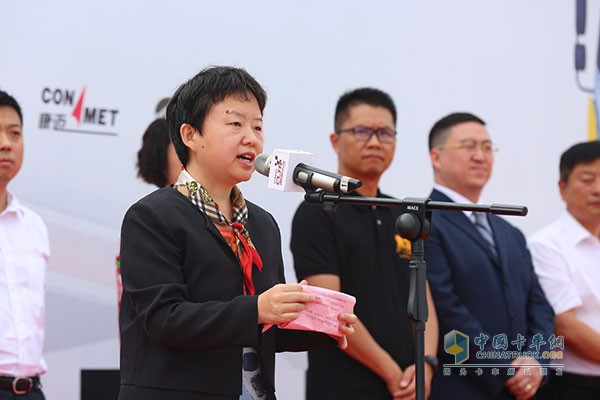 中国交通报社副社长社韩世佚女士致辞