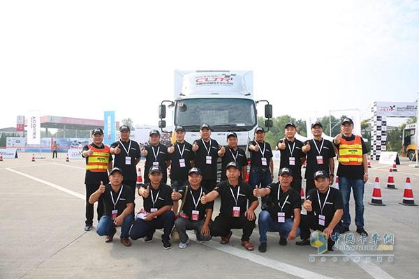 中卡组参赛选手纷纷为欧马可超级卡车点赞加油