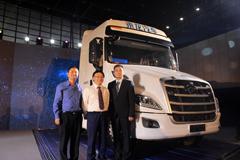 高端长头重卡乘龙T7荣耀上市 引领智能卡车新时代