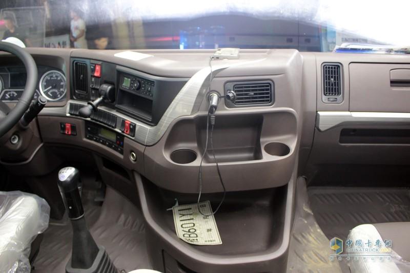 长头车天然优势 安全、舒适、节油,内部空间大。