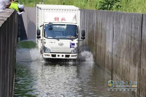 解放J6F涉水项目