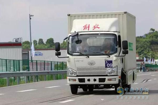 解放J6F道路驾驶