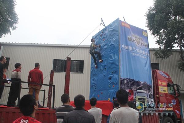 挑战不可能,卡车也能玩攀岩