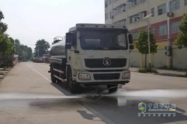 城市环卫新宠儿—陕汽德龙国五洒水车