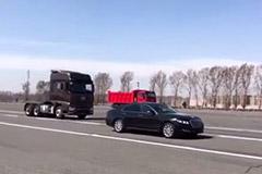 我天!一汽解放要成精,实拍最新J7无人驾驶轻松躲过前方轿车