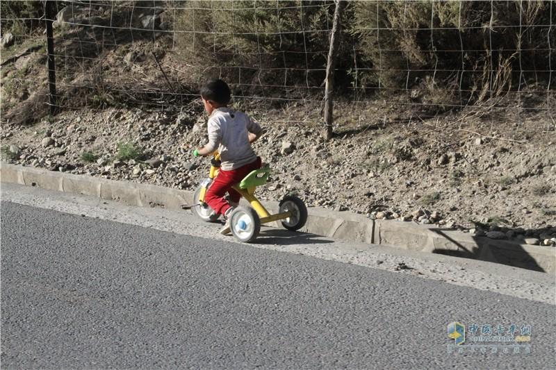 一个满怀司机梦想的孩子