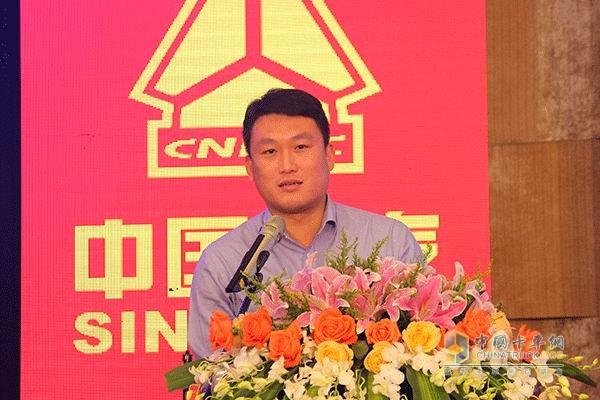 中国重汽销售部市场部经理李海龙致辞