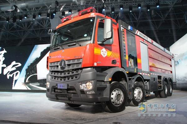 以Arocs全能底盘为基础的消防车