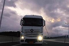 梅赛德斯-奔驰新Actros 路测视频