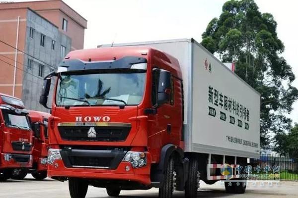 中国重汽厢式运输车