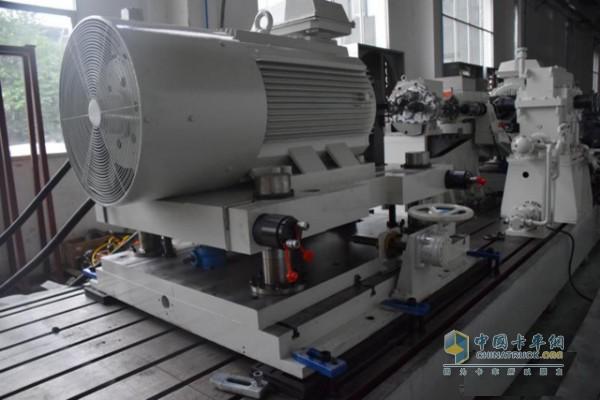 国内首台新能源车变速器试验台架研发成功