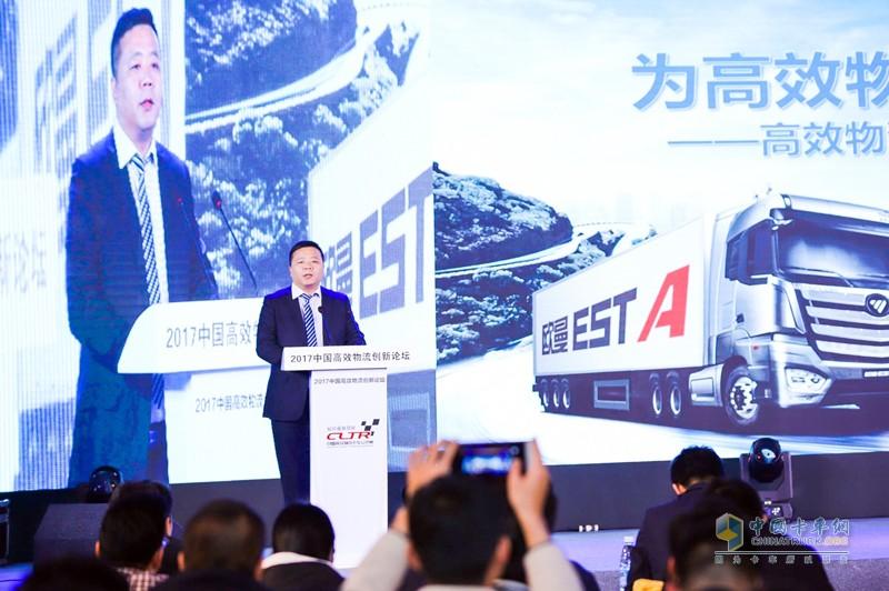 福田戴姆勒汽车营销公司南方分公司常务副总经理李国梁讲解欧曼EST超级卡车优势