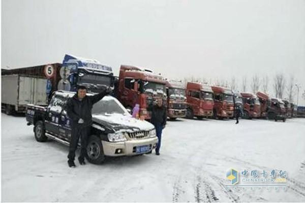 风雪难阻路 暖心服务陕汽人