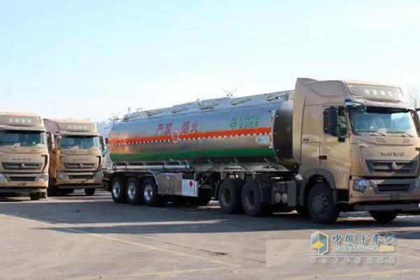 发往西南地区的中集凌宇油罐车