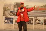 发现信赖:30年驾龄告诉你:为什么要选择欧曼EST超级卡车