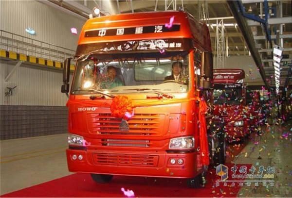 HOWO重卡成为国内卡车行业第一个产销过100万的单一品牌