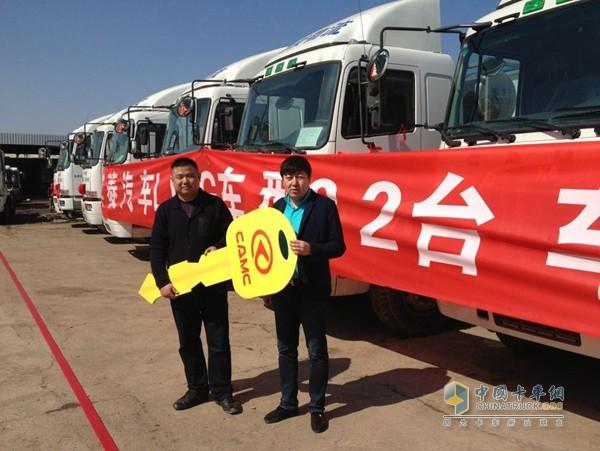 2013年,天津港一家大型物流公司一次性订购了22台华菱重卡