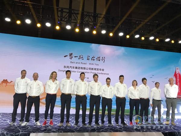 东风队12名赛手全体亮相