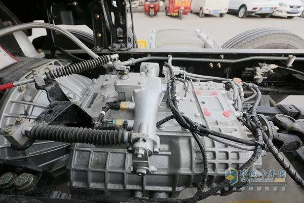 东风天龙8X4轻赢版铝合金材质的变速箱