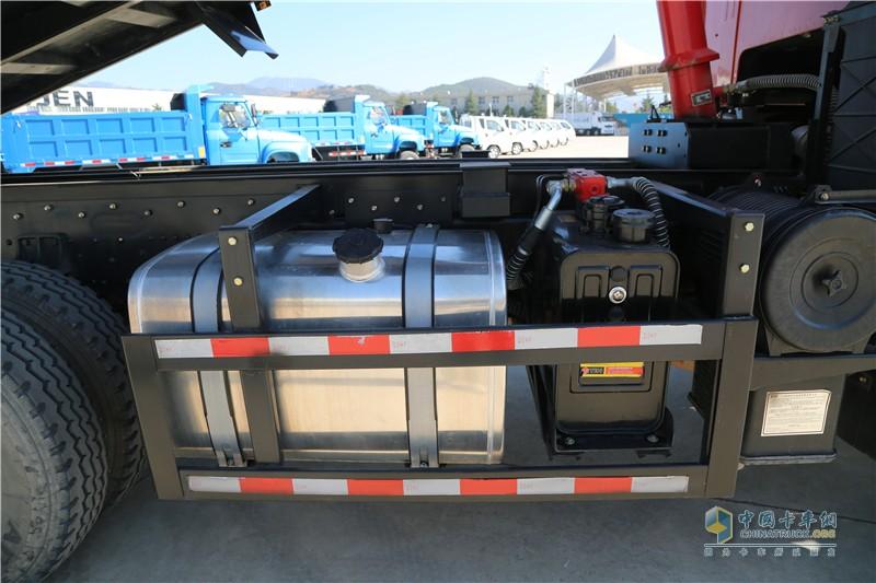 时骏D960油箱
