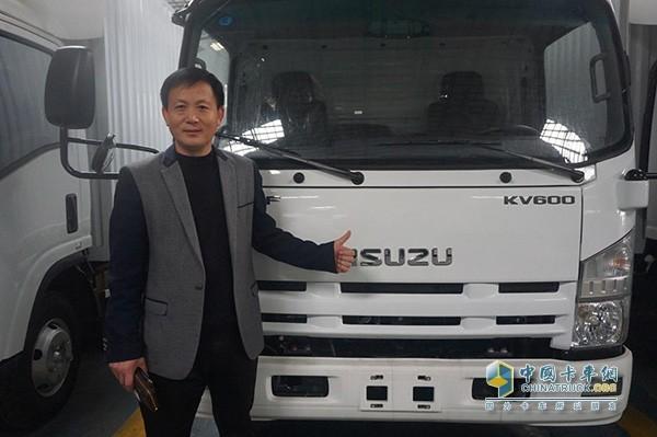 黑豹物流联运有限公司总经理刘连军为庆铃KV600点赞